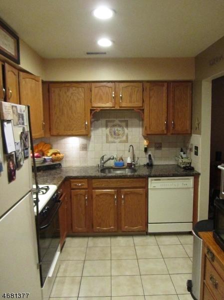 Casa Unifamiliar por un Alquiler en 9F NEW BEDFORD Road West Milford, Nueva Jersey 07480 Estados Unidos