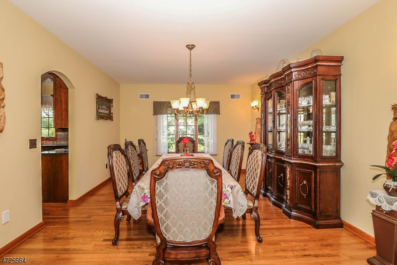 Additional photo for property listing at 304 Madison Hill Road 304 Madison Hill Road Clark, New Jersey 07066 United States