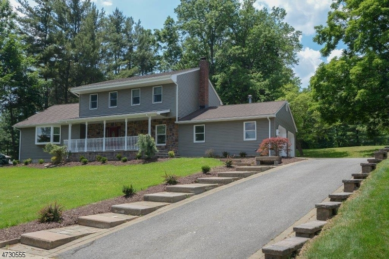 Частный односемейный дом для того Продажа на 11 Rockledge Ter Pequannock, Нью-Джерси 07444 Соединенные Штаты