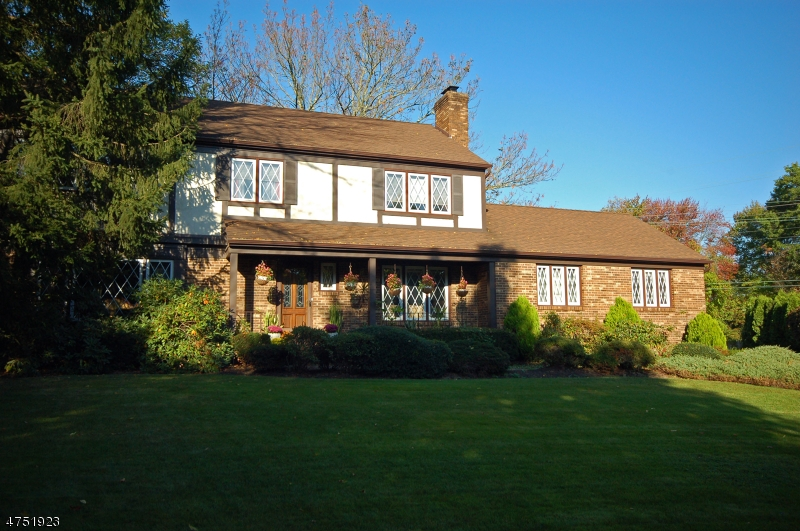 Casa Unifamiliar por un Venta en 19 Aspen Court New Providence, Nueva Jersey 07974 Estados Unidos