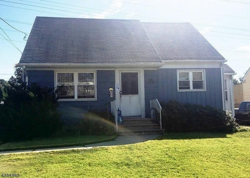 واحد منزل الأسرة للـ Sale في 151 Brookwood Road 151 Brookwood Road Clifton, New Jersey 07012 United States