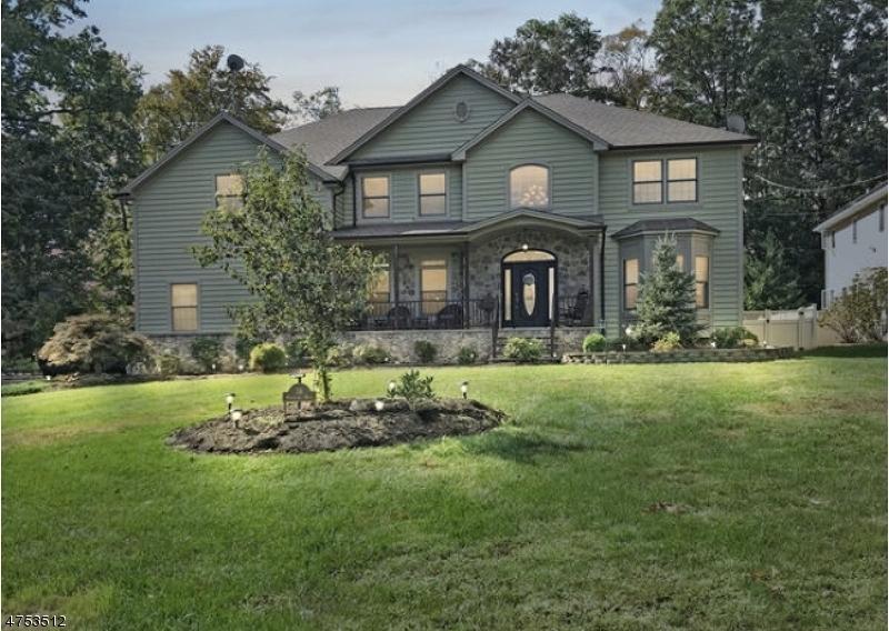 Maison unifamiliale pour l Vente à 34 Woodland Road Clark, New Jersey 07066 États-Unis
