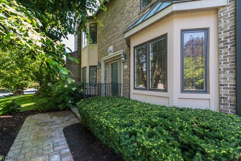 Casa Unifamiliar por un Venta en 312 Chelsea Mnr Park Ridge, Nueva Jersey 07656 Estados Unidos