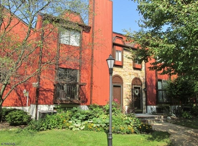 Частный односемейный дом для того Аренда на 15 SCHINDLER SQ. Washington, Нью-Джерси 07840 Соединенные Штаты
