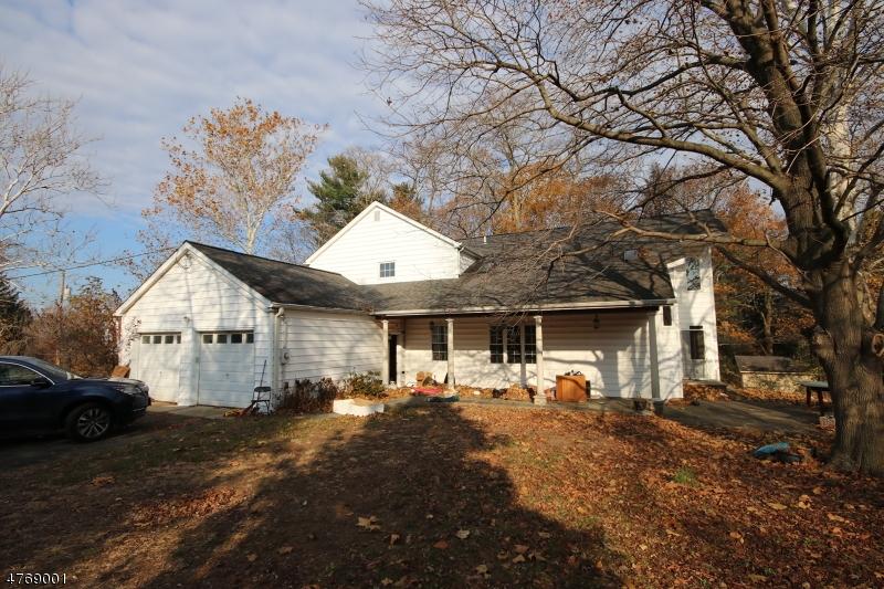 独户住宅 为 销售 在 577 East Road 米德尔敦, 新泽西州 07718 美国