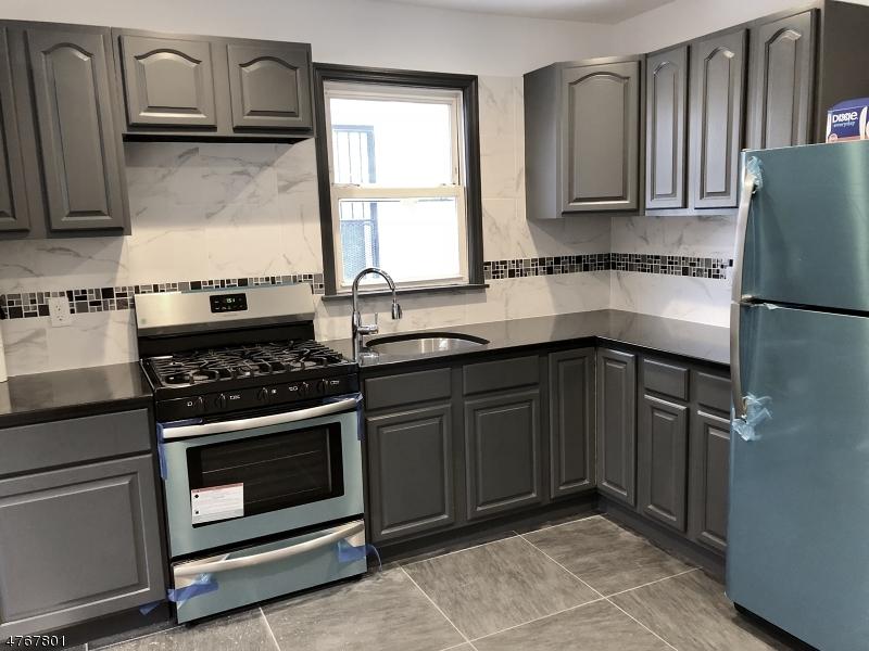 Casa Unifamiliar por un Alquiler en 162 N 14th Street East Orange, Nueva Jersey 07017 Estados Unidos