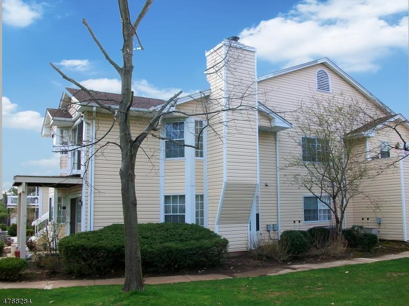 Частный односемейный дом для того Аренда на 56 Foxwood Court Bedminster, Нью-Джерси 07921 Соединенные Штаты