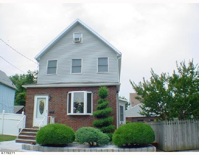 Single Family Home for Sale at 27 Lincoln Avenue 27 Lincoln Avenue Carteret, New Jersey 07008 United States