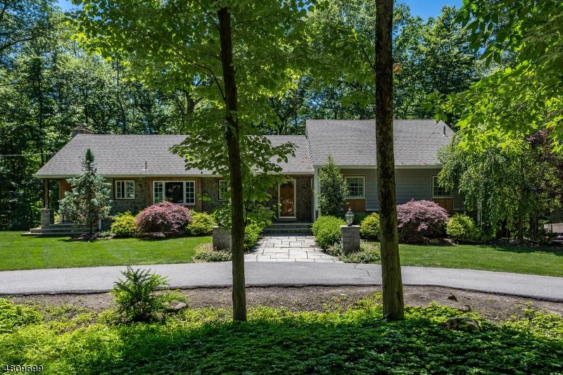 Casa Unifamiliar por un Venta en 513 PEPPERIDGE TREE Lane Kinnelon, Nueva Jersey 07405 Estados Unidos