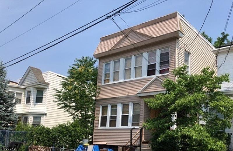 Maison avec plusieurs logements pour l Vente à 194 OAKWOOD Place Orange, New Jersey 07050 États-Unis