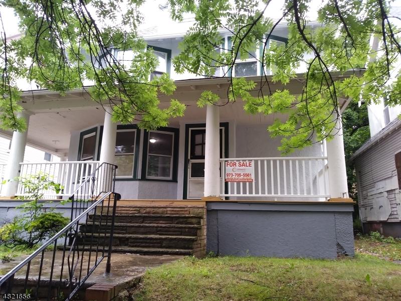 獨棟家庭住宅 為 出售 在 83 SHANLEY Avenue Newark, 新澤西州 07108 美國