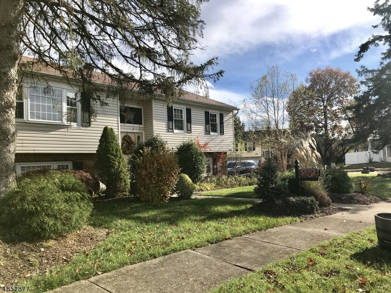 Single Family Home for Sale at 3 CRAIG Place Pompton Lakes, New Jersey 07442 United States