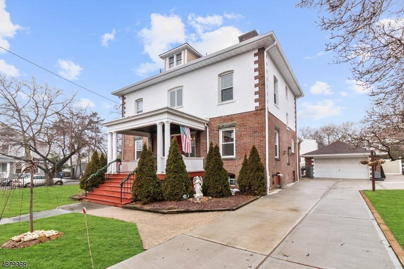 Maison unifamiliale pour l Vente à 121 RECTOR Street Perth Amboy, New Jersey 08861 États-Unis
