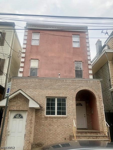 156 GARSIDE Street  Newark, New Jersey 07104 États-Unis