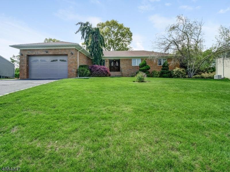 Single Family Homes vì Bán tại East Hanover, New Jersey 07936 Hoa Kỳ