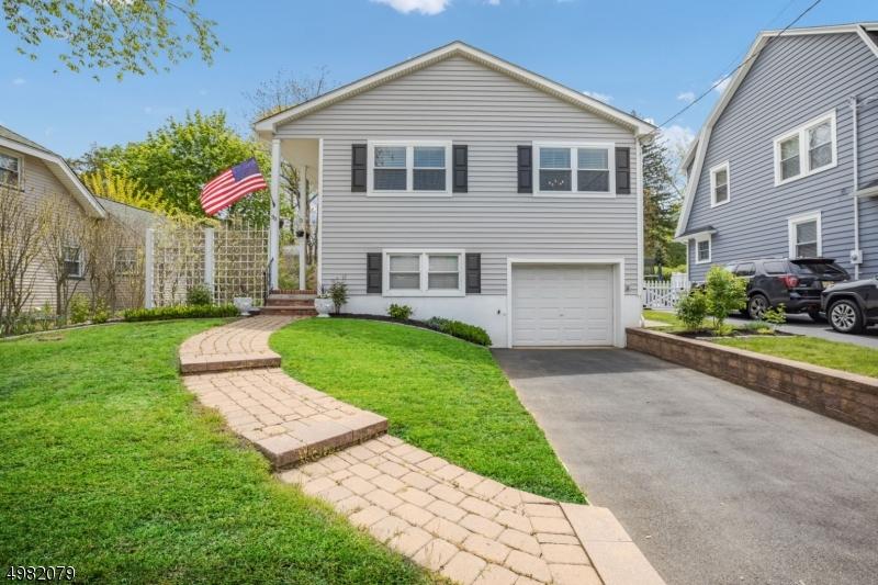 Single Family Homes 为 销售 在 West Caldwell, 新泽西州 07006 美国