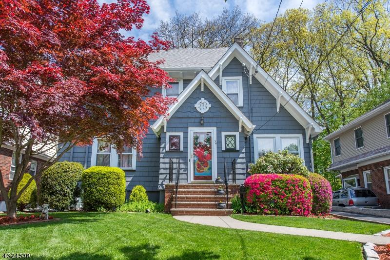 Maison unifamiliale pour l Vente à 34 Raymond Avenue Nutley, New Jersey 07110 États-Unis