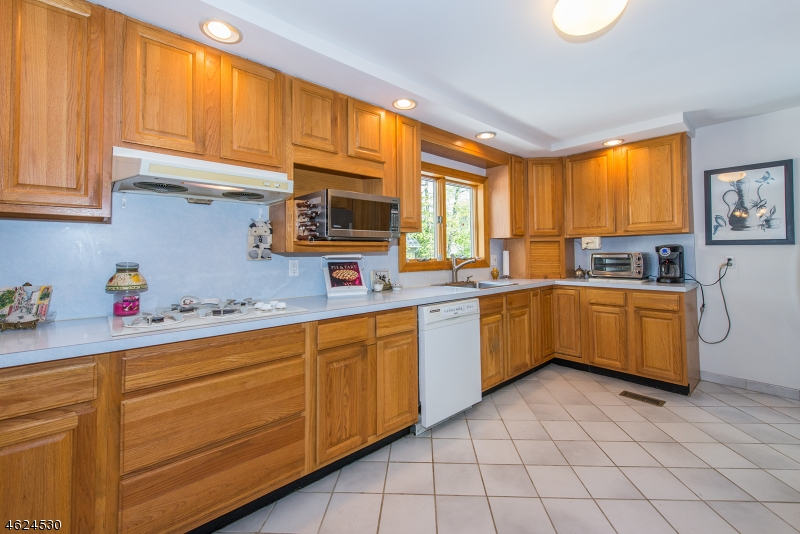 Additional photo for property listing at 34 Raymond Avenue  Nutley, New Jersey 07110 United States
