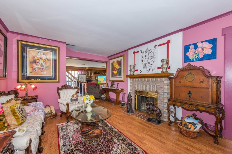 Additional photo for property listing at 34 Raymond Avenue  Nutley, New Jersey 07110 États-Unis