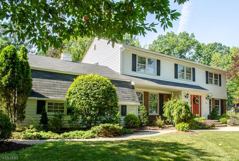 Частный односемейный дом для того Продажа на 101 Glenside Road New Providence, 07974 Соединенные Штаты