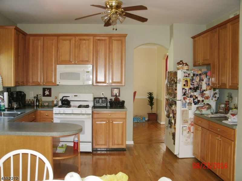 Additional photo for property listing at 10 Grant Way  Phillipsburg, New Jersey 08865 United States