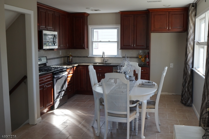 Additional photo for property listing at 1140-1142 APPLEGATE Avenue  Elizabeth, New Jersey 07202 États-Unis