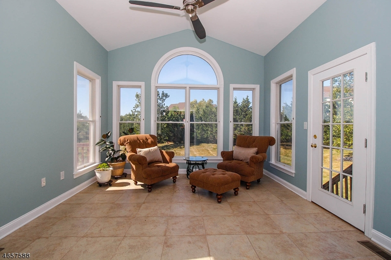 Additional photo for property listing at 3 Connor Court  Ringoes, New Jersey 08551 États-Unis