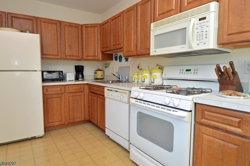Additional photo for property listing at 24 Wilshire Ter  Butler, Нью-Джерси 07405 Соединенные Штаты
