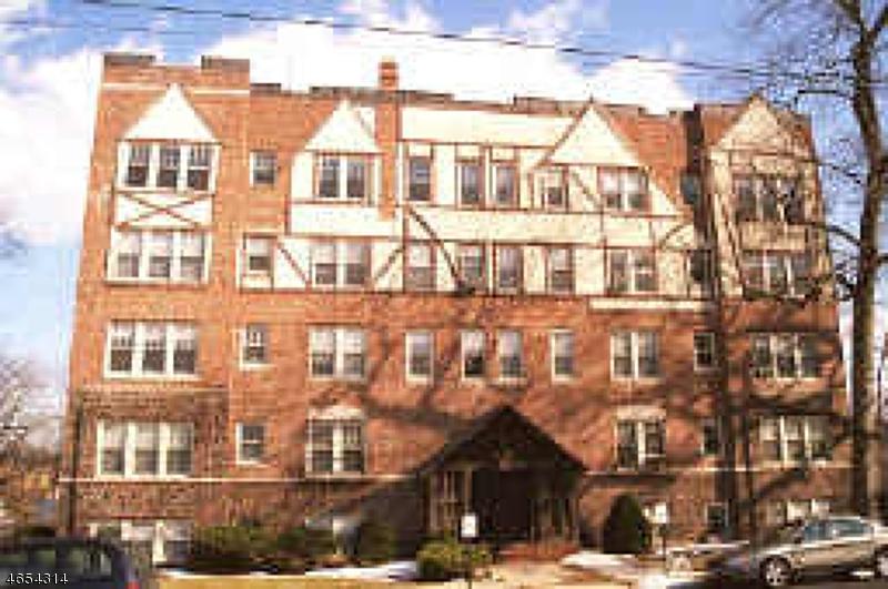 Частный односемейный дом для того Аренда на 503 Carleton Road Westfield, Нью-Джерси 07090 Соединенные Штаты