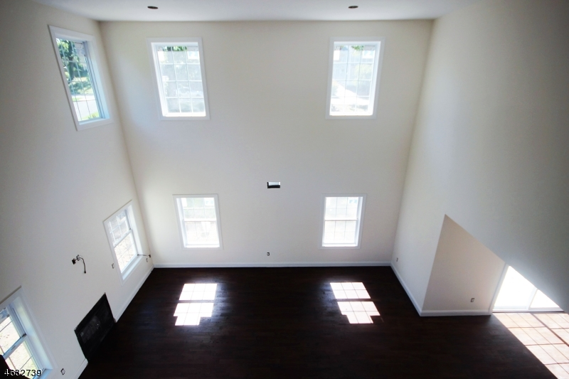 Additional photo for property listing at 86 New Street  Wayne, Нью-Джерси 07470 Соединенные Штаты