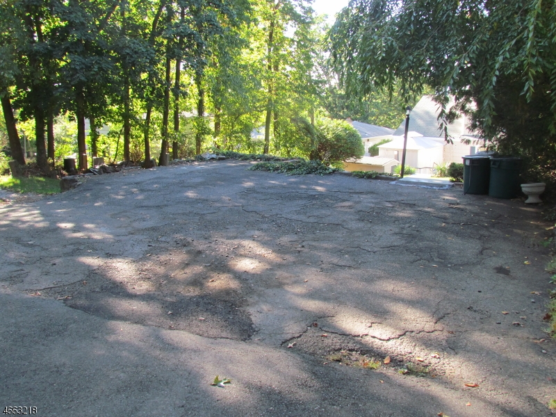 Additional photo for property listing at 72 Westover Avenue  Caldwell, New Jersey 07006 États-Unis