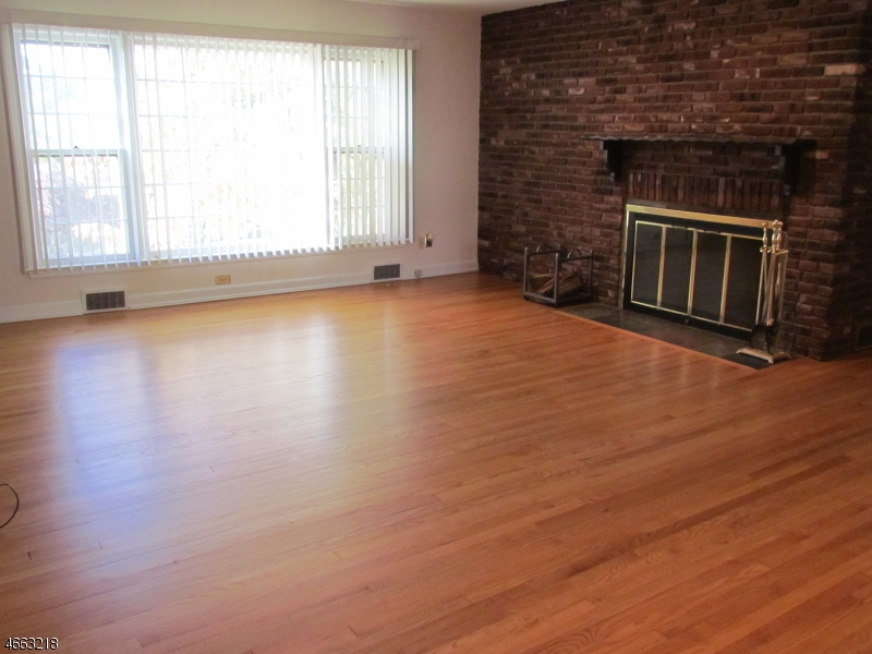 Additional photo for property listing at 72 Westover Avenue  Caldwell, New Jersey 07006 United States