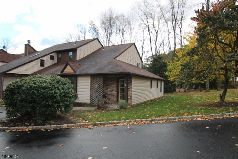 Casa Unifamiliar por un Alquiler en 106 Joseph Lane Mine Hill, Nueva Jersey 07803 Estados Unidos