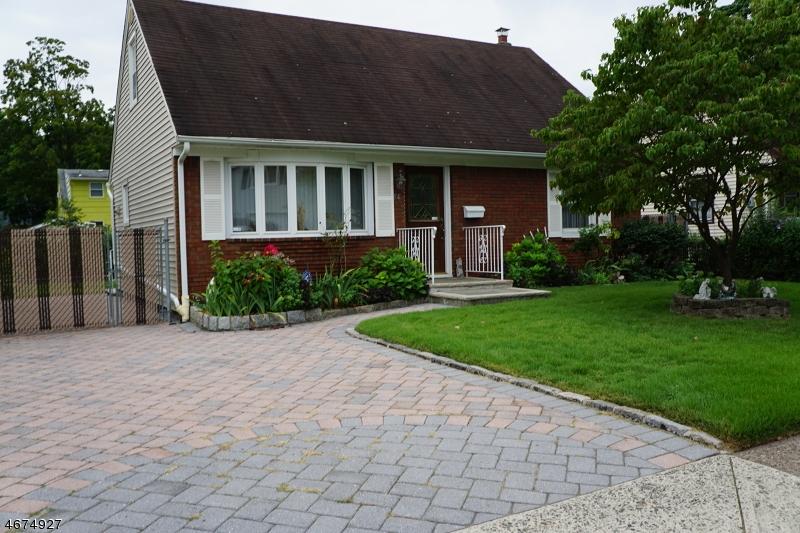 Частный односемейный дом для того Продажа на 14 Falmouth Avenue Elmwood Park, 07407 Соединенные Штаты
