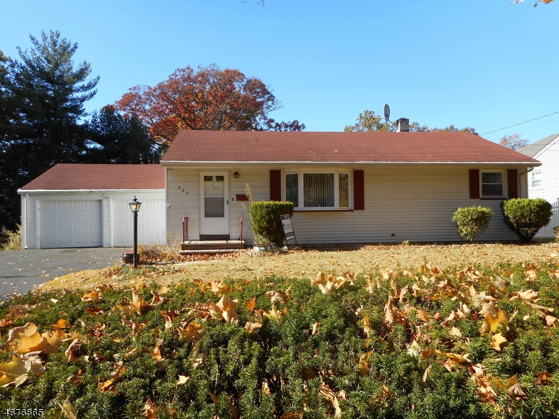 Single Family Home for Sale at 667 Forest Avenue Paramus, New Jersey 07652 United States