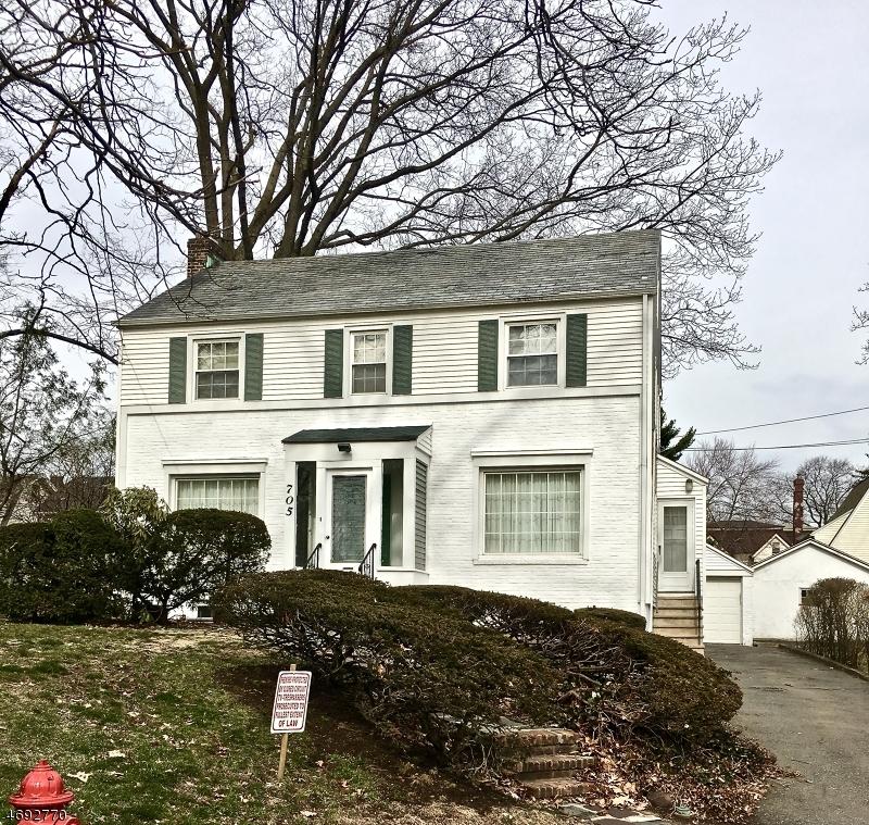 独户住宅 为 销售 在 705 Tremont Court Orange, 新泽西州 07050 美国