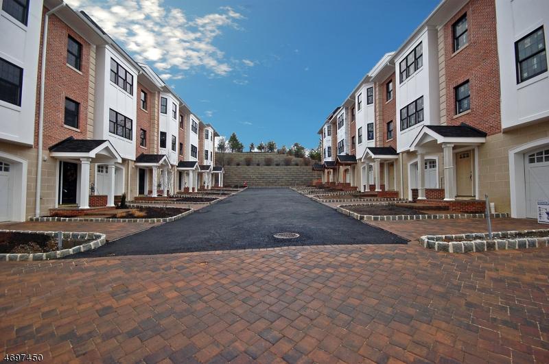 Maison unifamiliale pour l Vente à 10 CENTRAL AVE Unit A Caldwell, New Jersey 07006 États-Unis