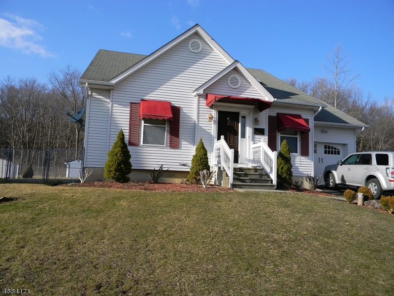 Single Family Home for Sale at 6 Holly Drive Hamburg, 07419 United States