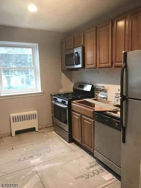 Частный односемейный дом для того Аренда на 12-18 RIVERSIDE Drive Cranford, Нью-Джерси 07016 Соединенные Штаты