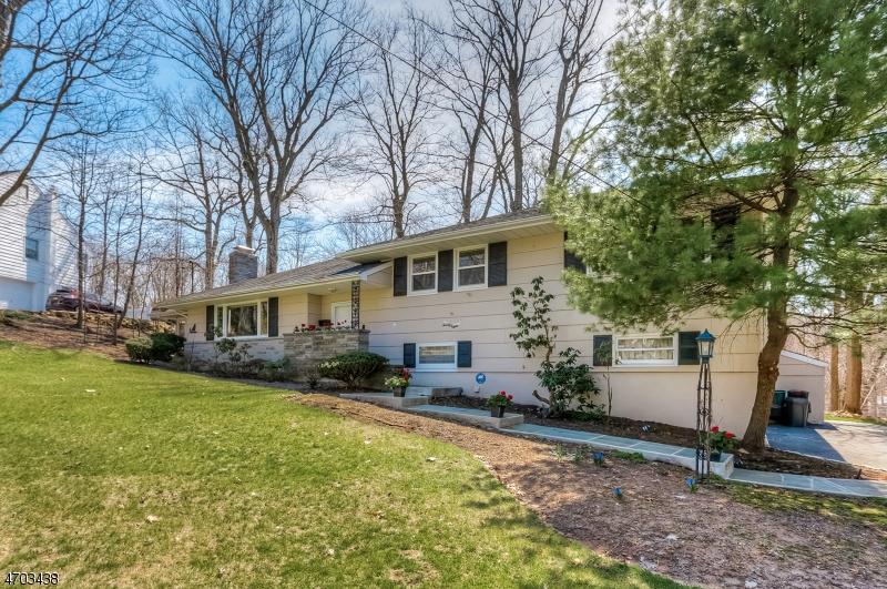 Casa Unifamiliar por un Venta en 28 Stoneridge Road New Providence, Nueva Jersey 07901 Estados Unidos