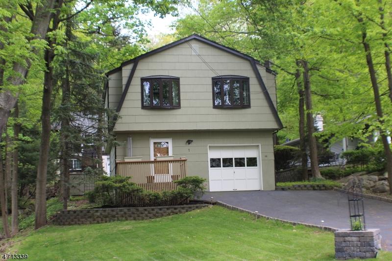 Maison unifamiliale pour l Vente à 1 Old Stage Coach Road Byram Township, New Jersey 07821 États-Unis