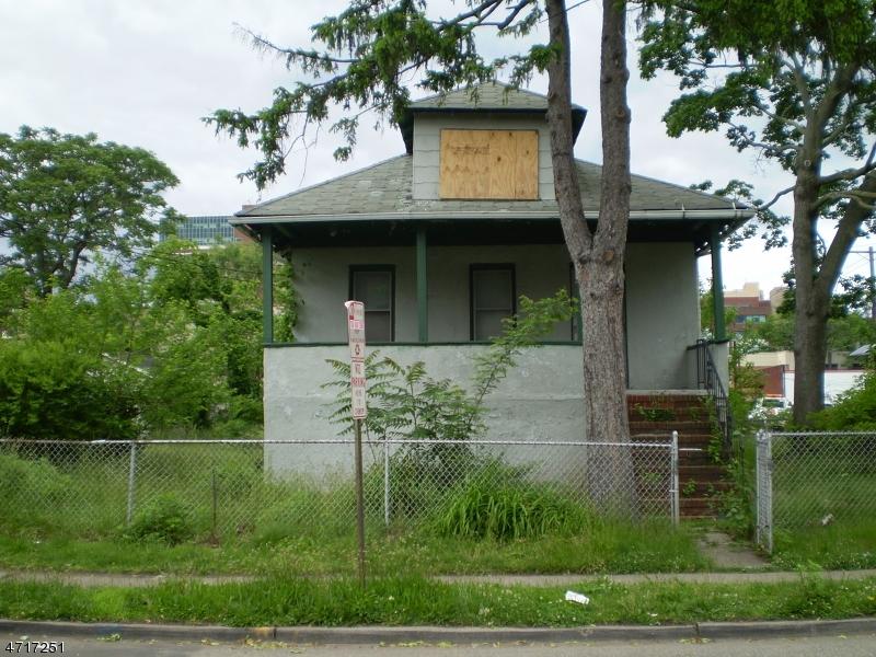 Частный односемейный дом для того Продажа на 71 Newman Street Hackensack, 07601 Соединенные Штаты