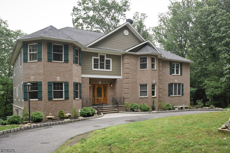 独户住宅 为 销售 在 12 Kosakowski Drive 莫里斯平原, 新泽西州 07950 美国