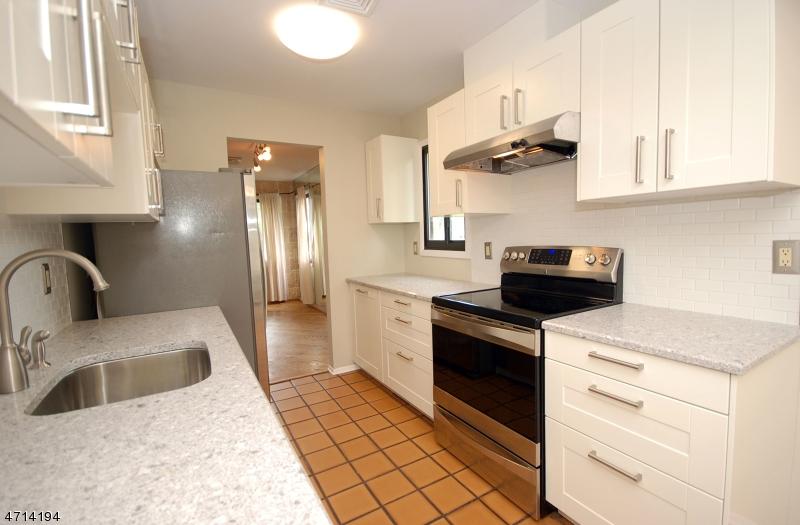 独户住宅 为 出租 在 46 Musano Court 西奥兰治, 新泽西州 07052 美国