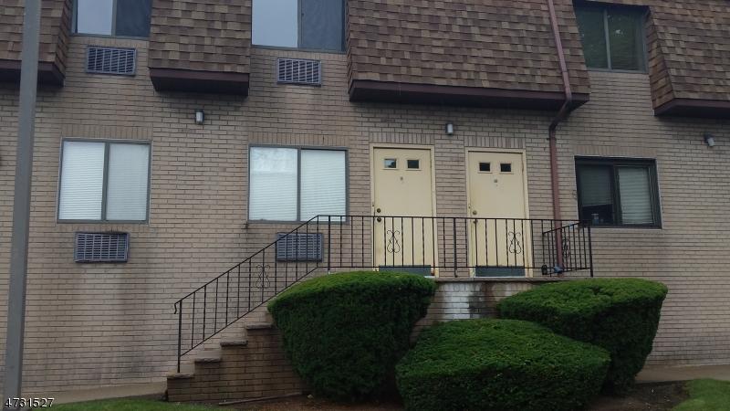 Casa Unifamiliar por un Alquiler en 4 Honiss St, UNIT B-2 Belleville, Nueva Jersey 07109 Estados Unidos