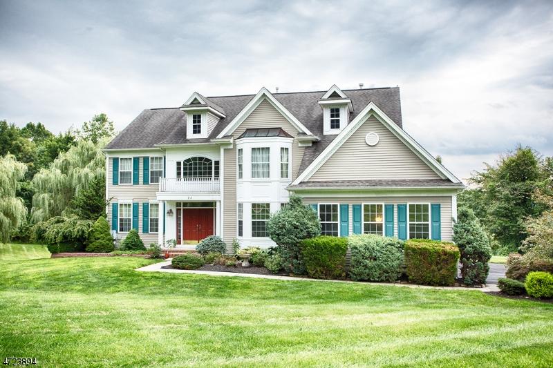Maison unifamiliale pour l Vente à 22 Scotts Mountain Road Lopatcong, New Jersey 08886 États-Unis