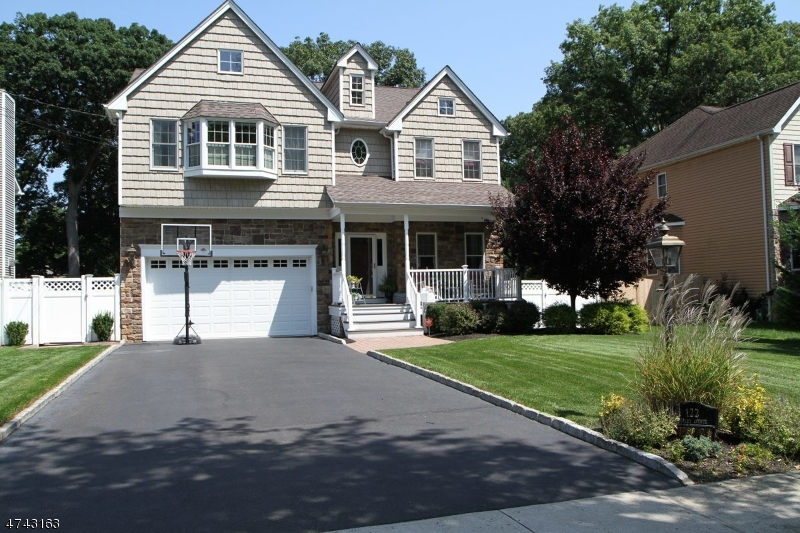 Single Family Home for Sale at 122 Farley Avenue Fanwood, New Jersey 07023 United States