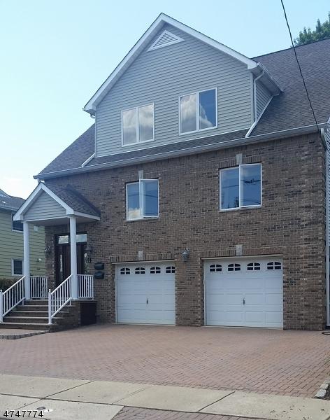 Casa Unifamiliar por un Alquiler en 275 Lafayette Avenue Lyndhurst, Nueva Jersey 07071 Estados Unidos