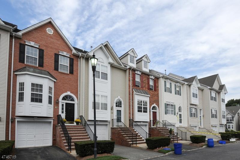 Maison unifamiliale pour l Vente à 230 Terrace Lake Drive 230 Terrace Lake Drive Butler, New Jersey 07405 États-Unis