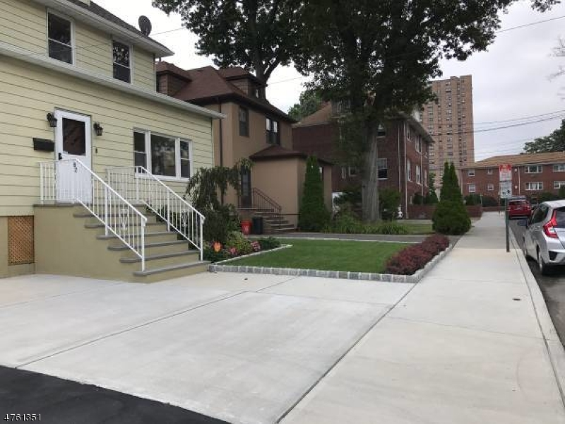 独户住宅 为 销售 在 82 Oakdene Avenue 克里夫赛德帕克, 新泽西州 07010 美国